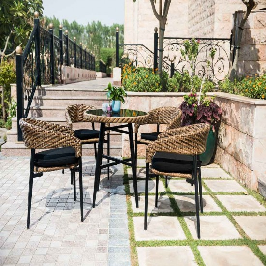 جلسة حديقة مع طاولة دائرية خفيفة وانيقة