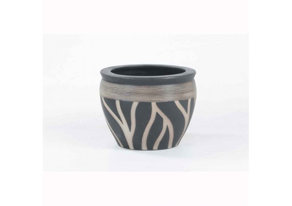 Pot With A Black  Color And Exquisite Engravings