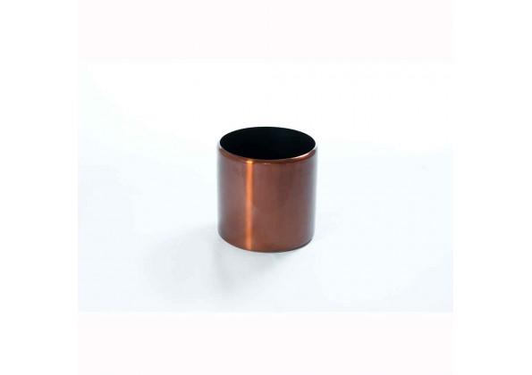 A distinctive pot in attractive mahogany color