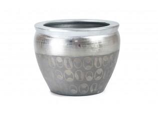 مركن بلون الفضي المنقوش برسومات مع حواف بالون الفضي