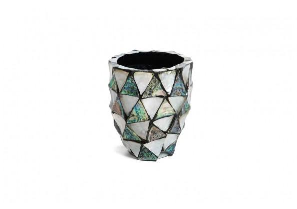 A Pot In A shell shape